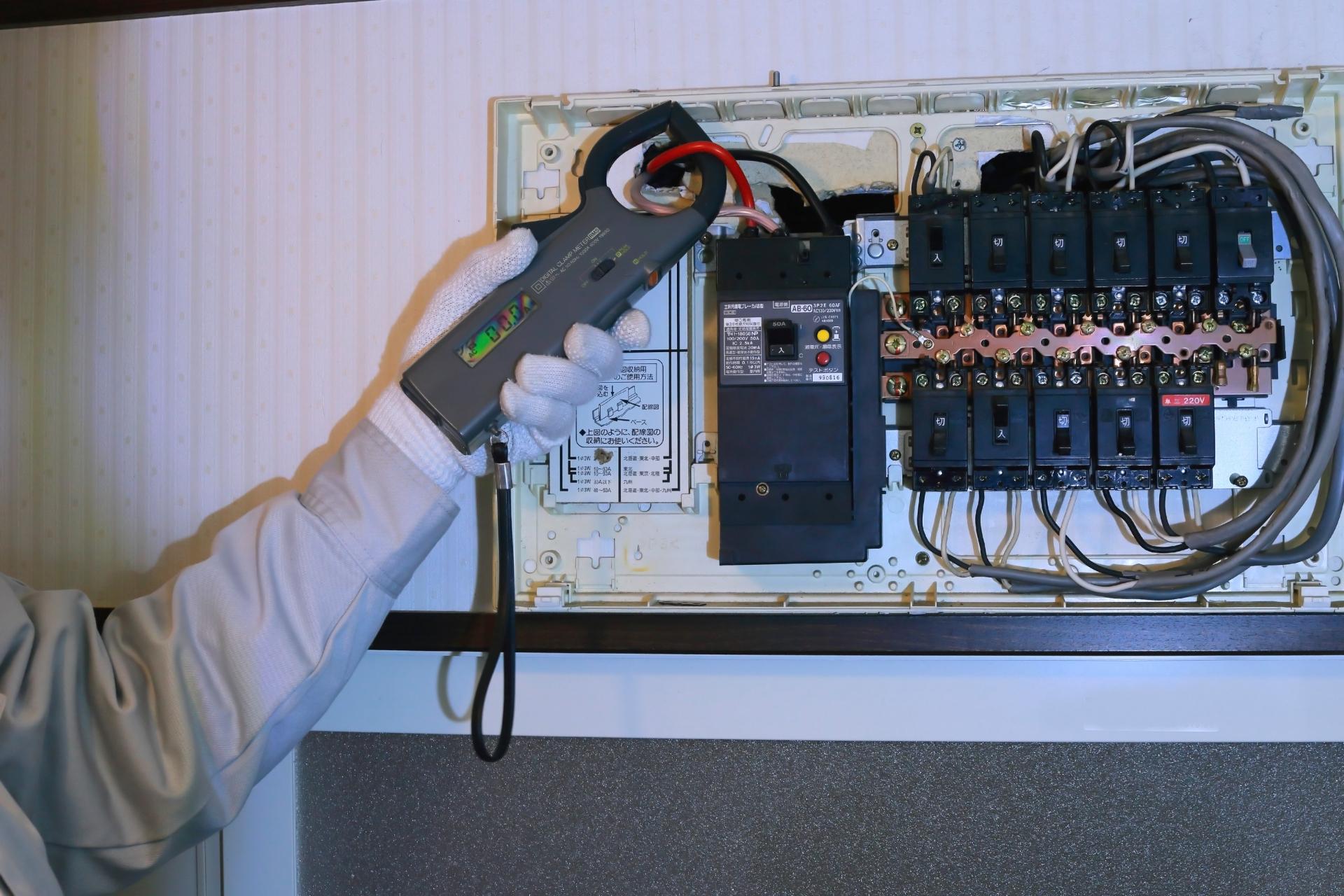 電気工事業を営む方必見!建設業許可と電気工事業登録の違い